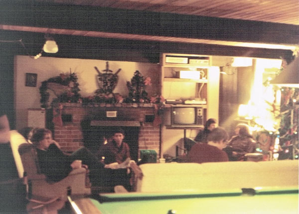 Lodge-with-pooltable1984